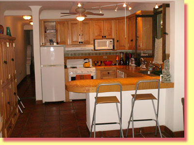 Fully equipped kitchen - click to see a larger image